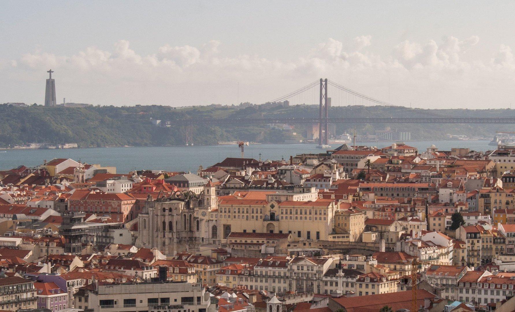Living<br>in Lisbon